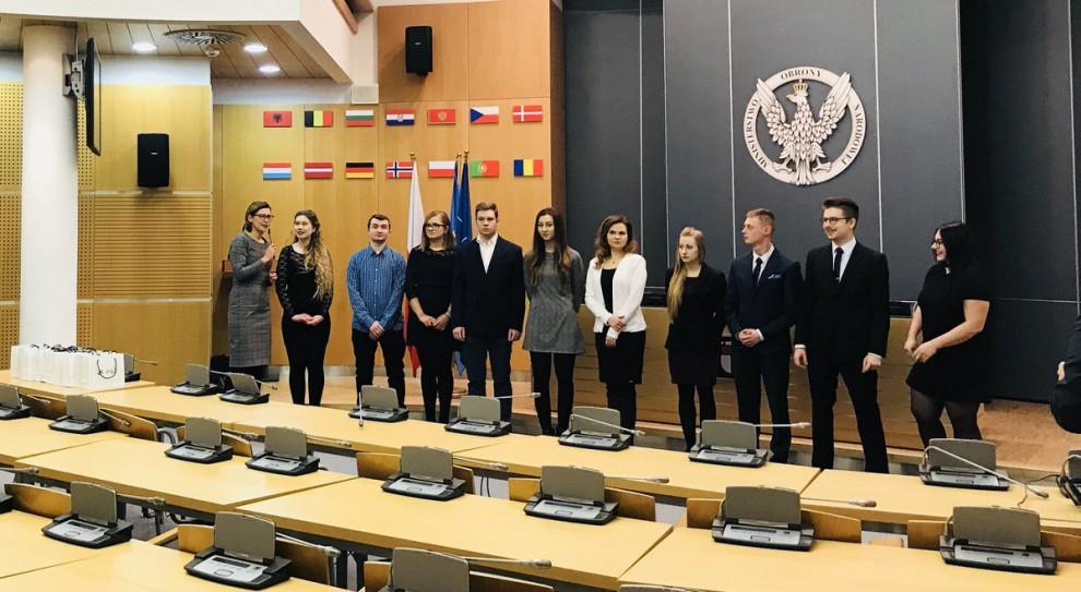 Studenci Akademii Sztuki Wojennej otrzymali stypendia PGZ