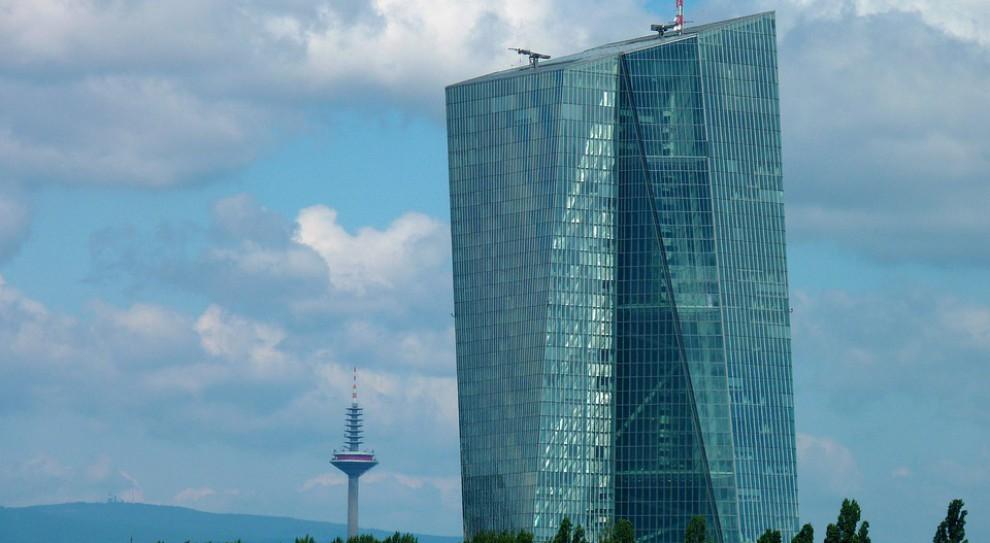 KE chce, żeby duże firmy inwestycyjne podlegały nadzorowi EBC
