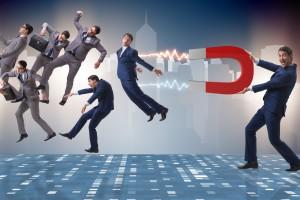 Magnes na pracowników. 18 ekspertów z branży HR radzi, jak zatrzymać najlepszych