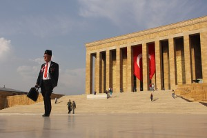 Zwolniono ponad 2,7 tys. osób z tureckiego sektora publicznego za związki z terroryzmem