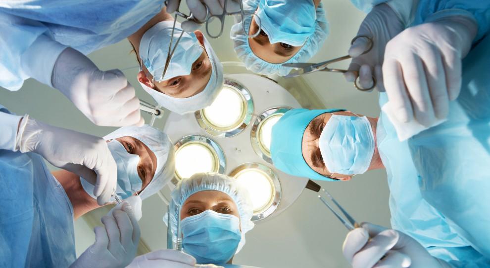 Pensje lekarzy to kwestia drugorzędna? Największym problemem są braki kadrowe