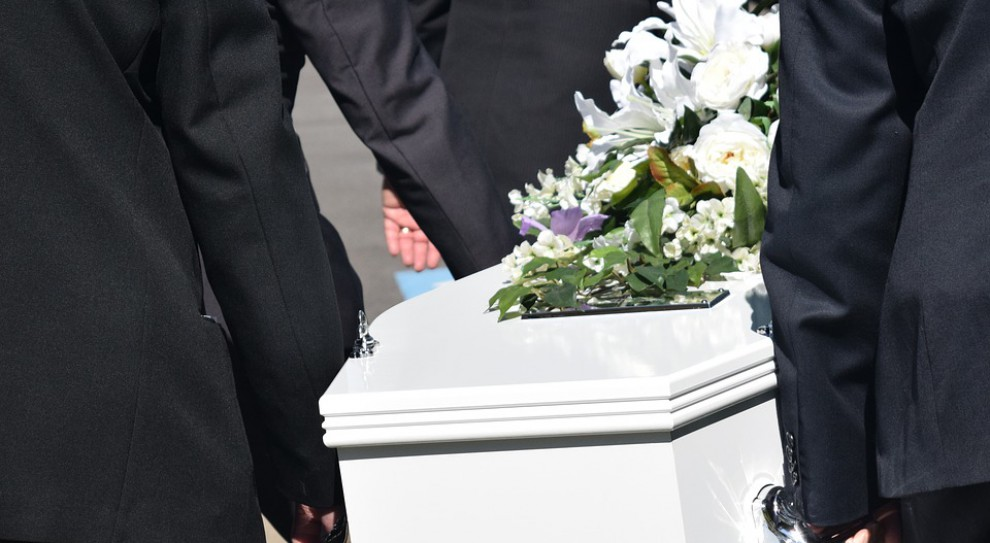 Śmierć pracownika i żałoba w firmie. Czy działy HR wiedzą, jak sobie z nią radzić?