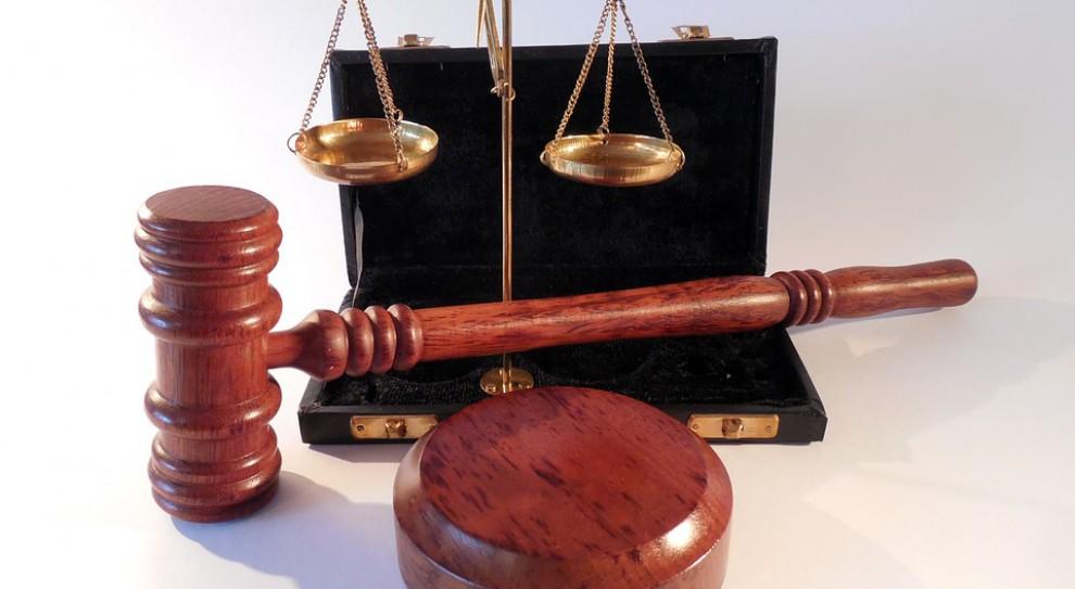 Zawirowania kadrowe coraz bardziej ciążą sądom