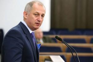 """Neumann: Politycy i przedstawiciele zawodów medycznych powinni podpisać """"pakt"""""""
