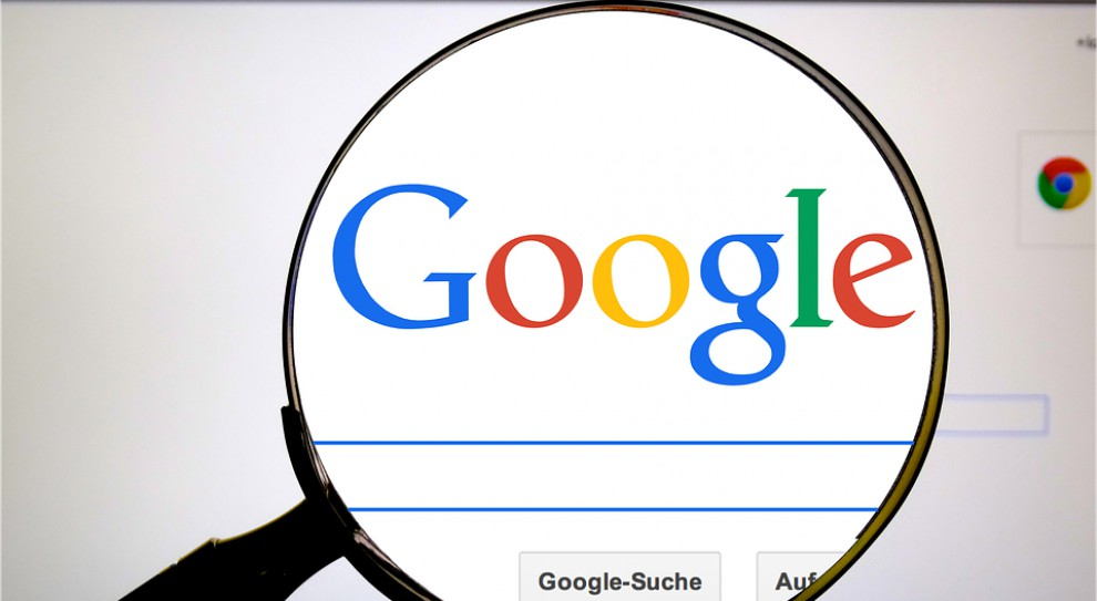Były inżynier Google zwolniony za rasistowski tekst pozywa koncern