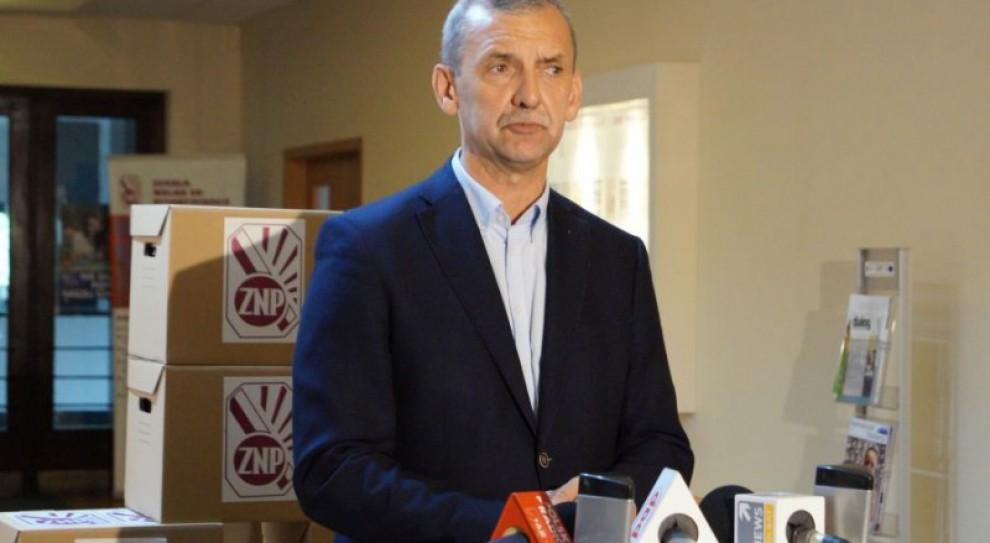 ZNP zawiesił udział w zespole ds. statusu zawodowego nauczycieli przy MEN