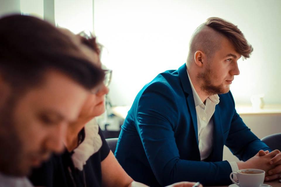 """- Po co rozmawiać z kimś, kto z góry jest przeciwko? Będąc zawsze """"na nie"""" jednocześnie odchodzi się od stołu, a przecież nieobecni głosu nie mają - uważa Grzegorz Sikora, dyrektor ds. komunikacji FZZ (fot. fzz.org.pl)"""