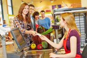 Przez nowe przepisy pracownicy supermarketów stracą pracę?