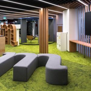 Ponad 260 sal do pracy, huśtawki, zieleń - tak wygląda biuro urządzone z  pracownikami