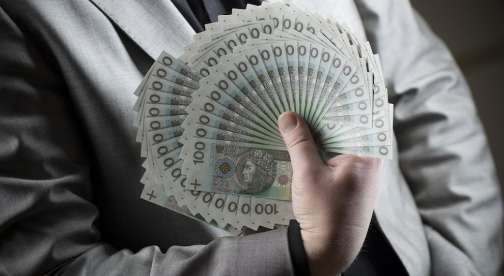 Mieszkanie i 15 tys. zł pensji. Powiat desperacko szuka lekarza internisty