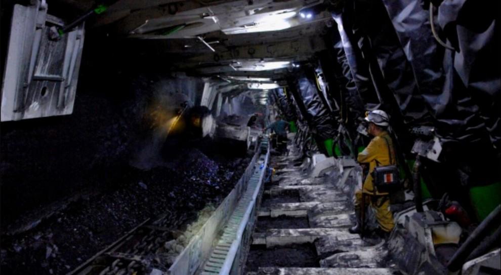 Praca w kopalni: PG Silesia zatrudni 100 pracowników. Daje premię za polecenie i organizuje kursy zawodowe