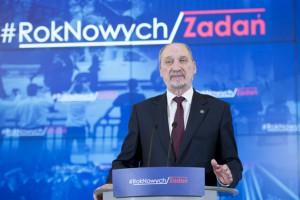 Macierewicz dziękuje odwołanym wiceministrom SZ