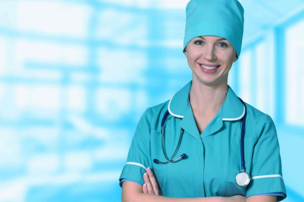 Dodatki, stypendia, a nawet mieszkanie - tak szpitale przyciągają lekarzy