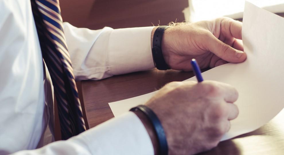 Oświadczenie majątkowe lub… rezygnacja z pracy?