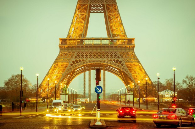 Francja chce wysyłać ojców na dłuższe urlopy i podnieść im za to wynagrodzenie