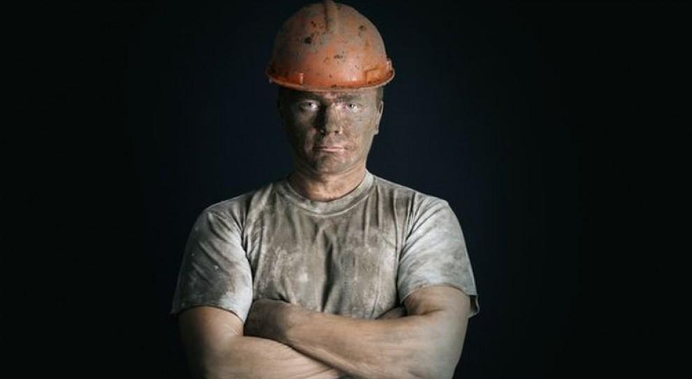 GUS, średnie wynagrodzenia: Produkcja mebli, handel czy górnictwo. W których branżach płacą najlepiej?