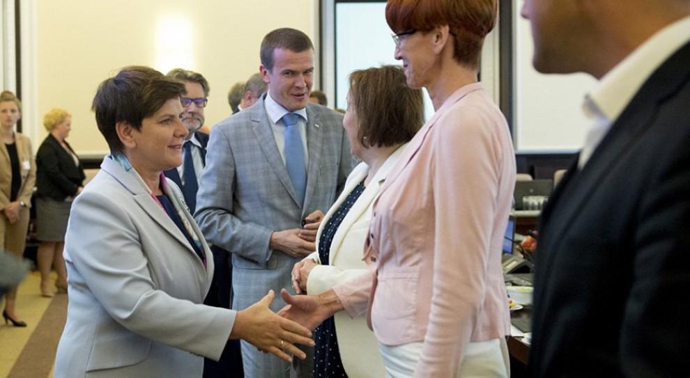 """Blisko 1,4 mln zł na nagrody dla ministrów. """"To nie nagrody, a dodatkowe pensje"""""""