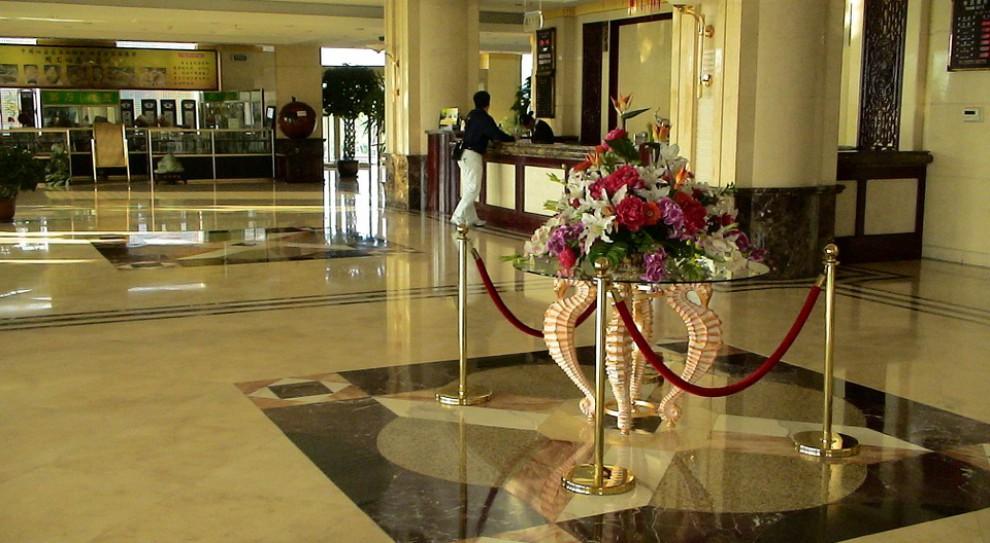 Branża hotelowa pilnie szuka rąk do pracy. Braki kadrowe ma pomóc uzupełnić automatyzacja