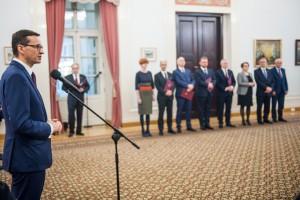 Blisko 1,4 mln zł na nagrody dla ministrów. Nagrody zgodne z przepisami