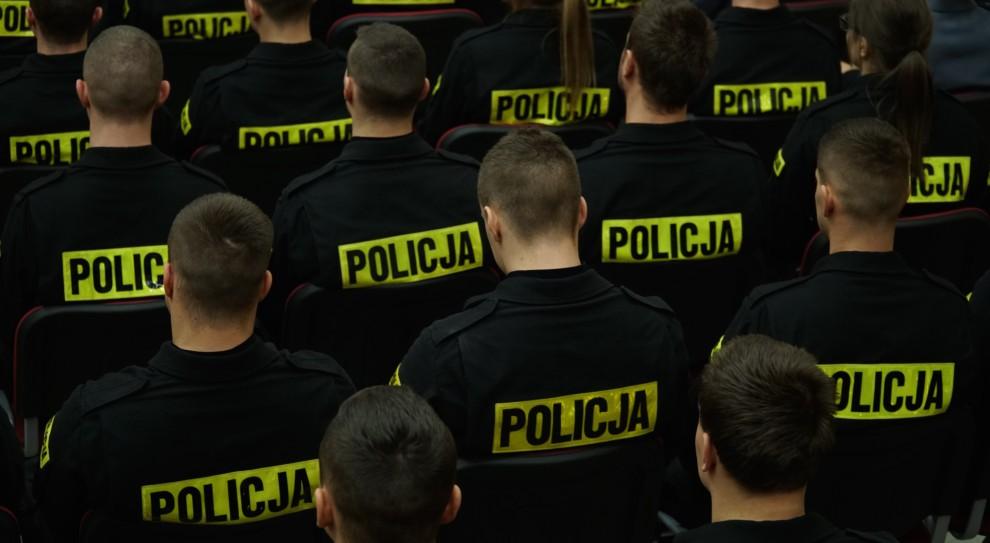 Praca w policji. Joachim Brudziński zapowiada podwyżki dla nowych policjantów