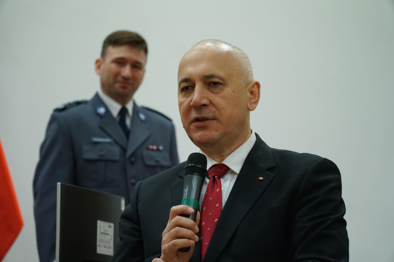 Joachim Brudziński odwiedził we wtorek (13.02) Szkołę Policji w Katowicach, gdzie spotkał się z przyszłymi policjantami (fot.PTWP/Michał Oleksy)