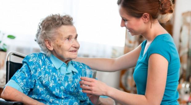 Praca w Wielkiej Brytanii: Na Wyspach brakuje opiekunów osób starszych