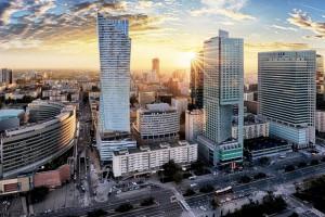 Rynek pracy w Warszawie lepszy niż w Berlinie. Jak z płacami?