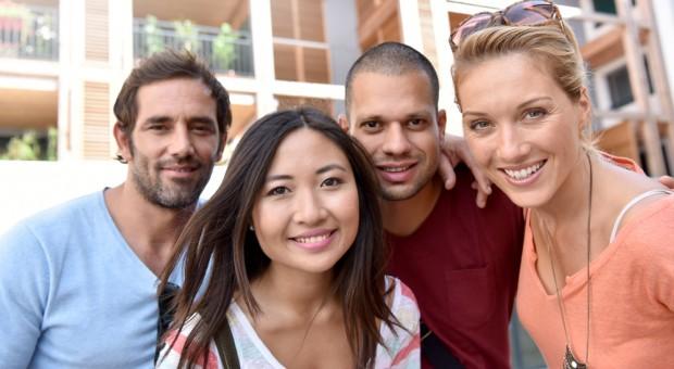 Polacy coraz bardziej przychylni pracy z cudzoziemcami