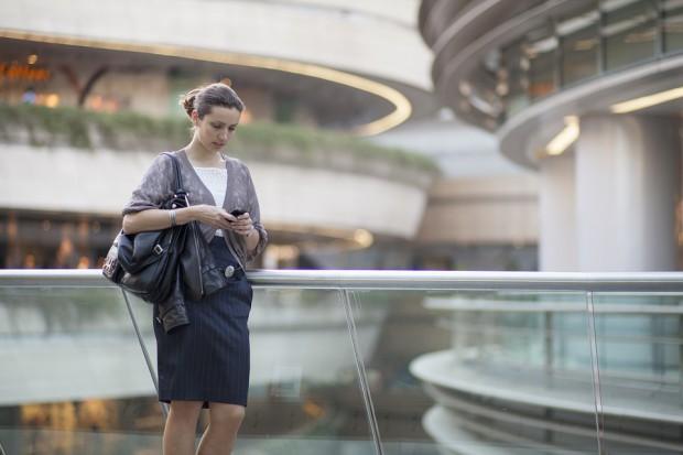 W dobie pandemii kobiety częściej nieobecne w pracy i bardziej zagrożone jej utratą