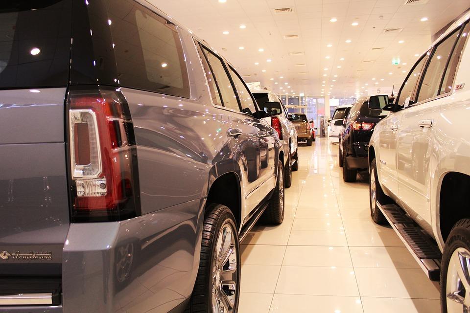 Programy oferujące abonament na auta dla pracowników pozwalają zaoszczędzić zatrudnionym rocznie nawet kilkanaście tysięcy złotych kosztów użytkowania ich prywatnego samochodu. Pracownicy cenią sobie takie rozwiązania. (fot.pixabay)