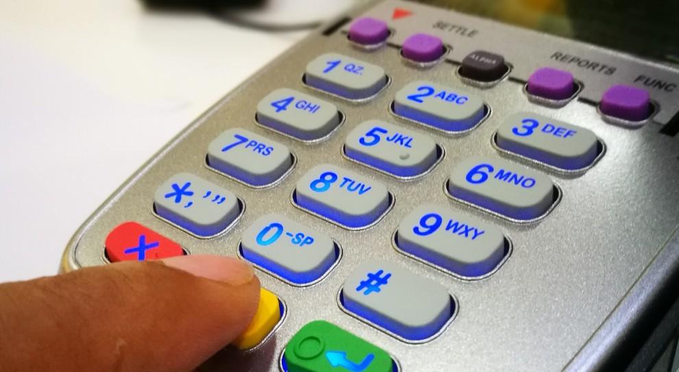 Firmy obowiązkowo będą przyjmować płatność kartą