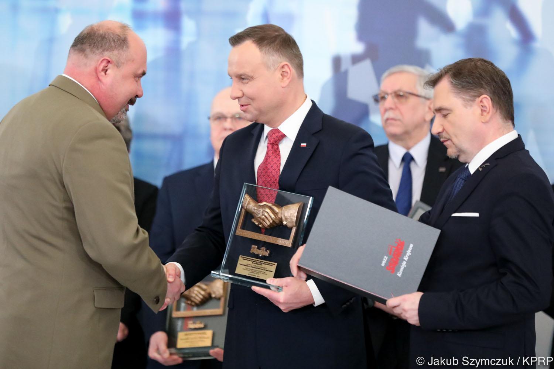 Prezydent wręczył statuetki laureatom konkursu