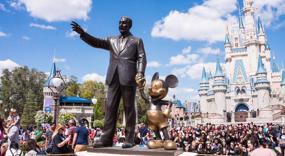 Paryski Disneyland się rozbudowuje i... szuka pracowników