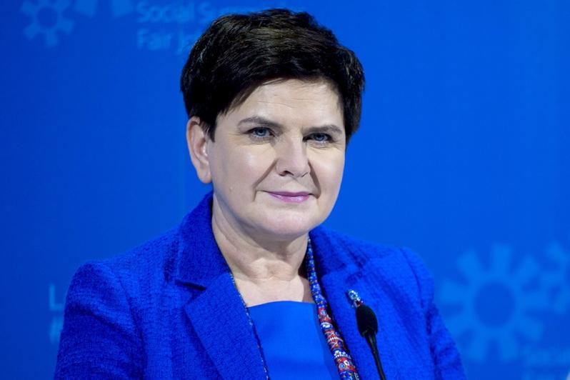 Na każde dziecko niepełnosprawne przyznane zostaną dodatkowe 2 dni albo 16 godzin zwolnienia od pracy dla każdego z pracujących rodziców - powiedziała Szydło(Beata Szydło, fot.premier.gov.pl)