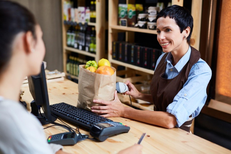 46 proc. badanych, obawia się, że przez zakaz handlu w niedziele będzie mniej zarabiać. (Fot. Shutterstock)