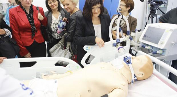 """Praktycznej medycyny można nauczyć się na """"lalkach""""?"""