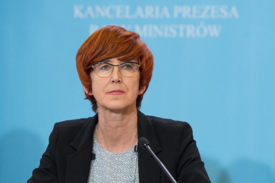 """Zdaniem minister zarzuty Platformy dotyczące odbierania wolności obywatelom poprzez ograniczenie handlu w niedziele są """"niepoważne"""". (Elżbieta Rafalska, fot.premier.gov.pl)"""