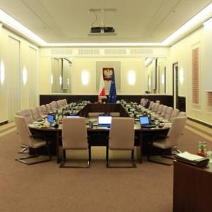 Zmiany w ustawie o służbie cywilnej: Likwidacja nagród i przeniesienia