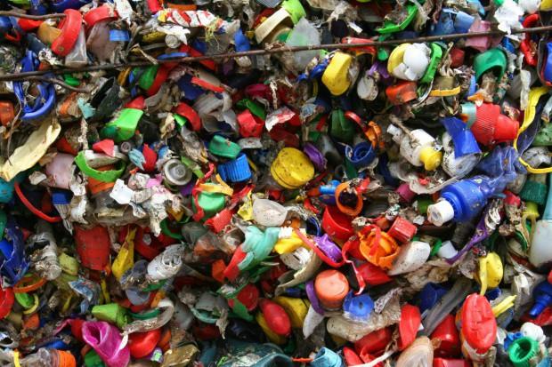 Europa poświęci setki tysięcy miejsc pracy, żeby skończyć z plastikiem?