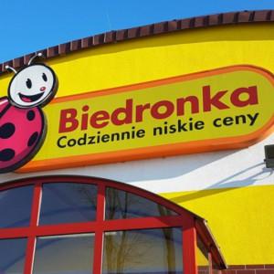 Pracownicy Biedronki nie chcą pracować w niedziele. Sieć kusi premią