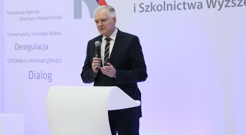 Jarosław Gowin o matkach rezygnujących z pracy: To zjawisko przejściowe