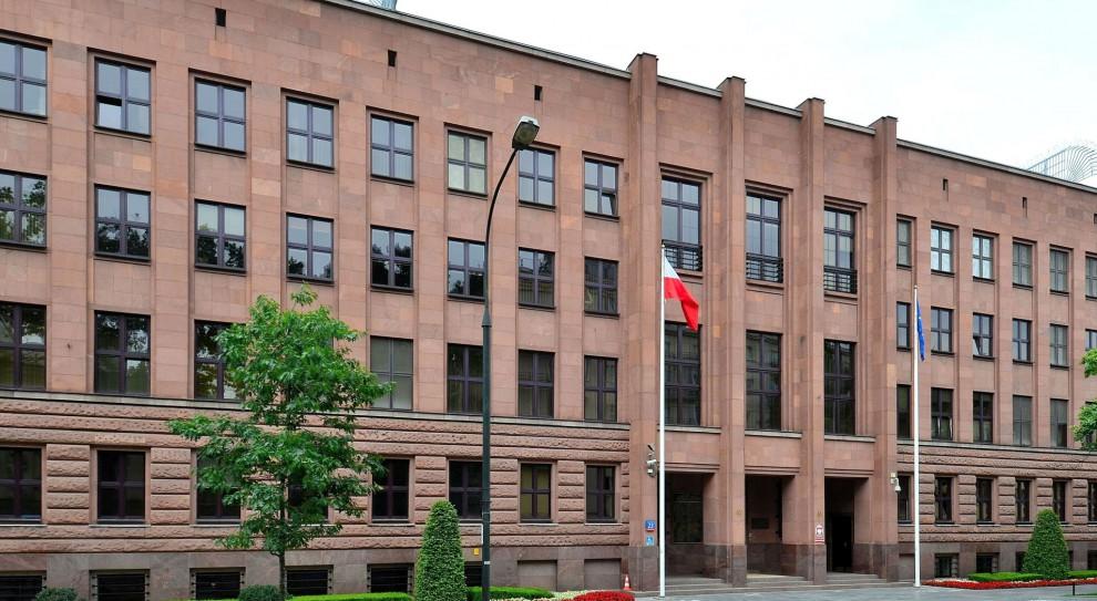 Ministerstwo zatrudni młode, wykształcone osoby