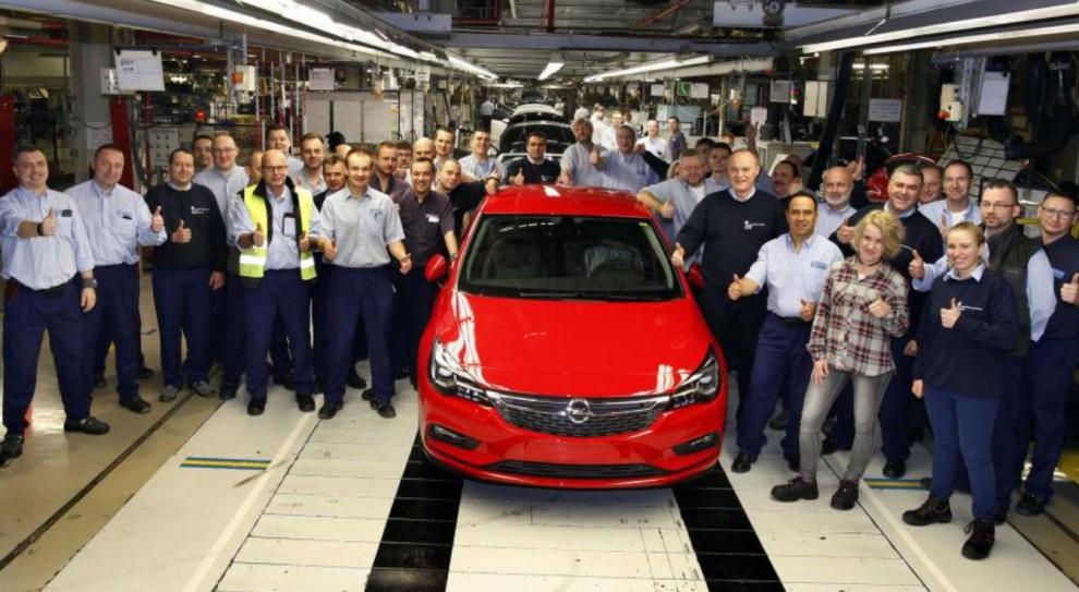 Sierpień 80: Opel w Gliwicach zachęca pracowników by szukali pracy gdzie indziej