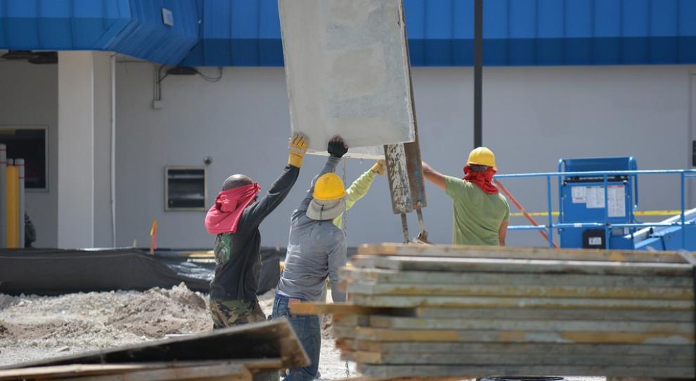 Praca dla cudzoziemca: Ukraińcy zaleją polski rynek pracy