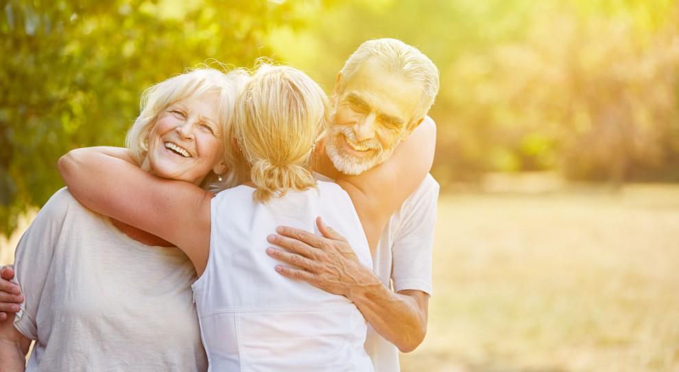 Dwóch na pięciu emerytów wspiera finansowo rodzinę