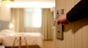 Branża hotelowa walczy o pracowników. Hilton dla nich przebudowuje swoje hotele