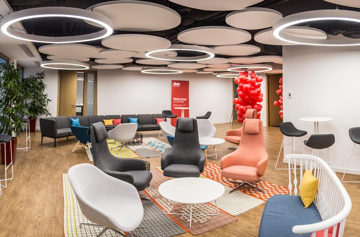 Projekt wnętrza jest realizacją wdrożonej w firmie koncepcji Activity Based Working. (Fot. mat. pras.)