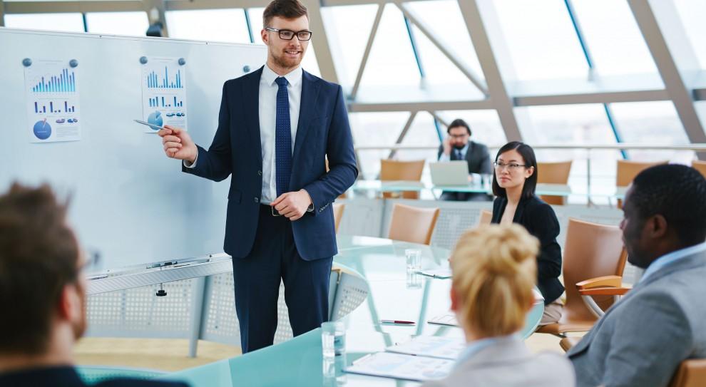 Praca w HR: Ile zarabia się na organizacji szkoleń? [RAPORT]