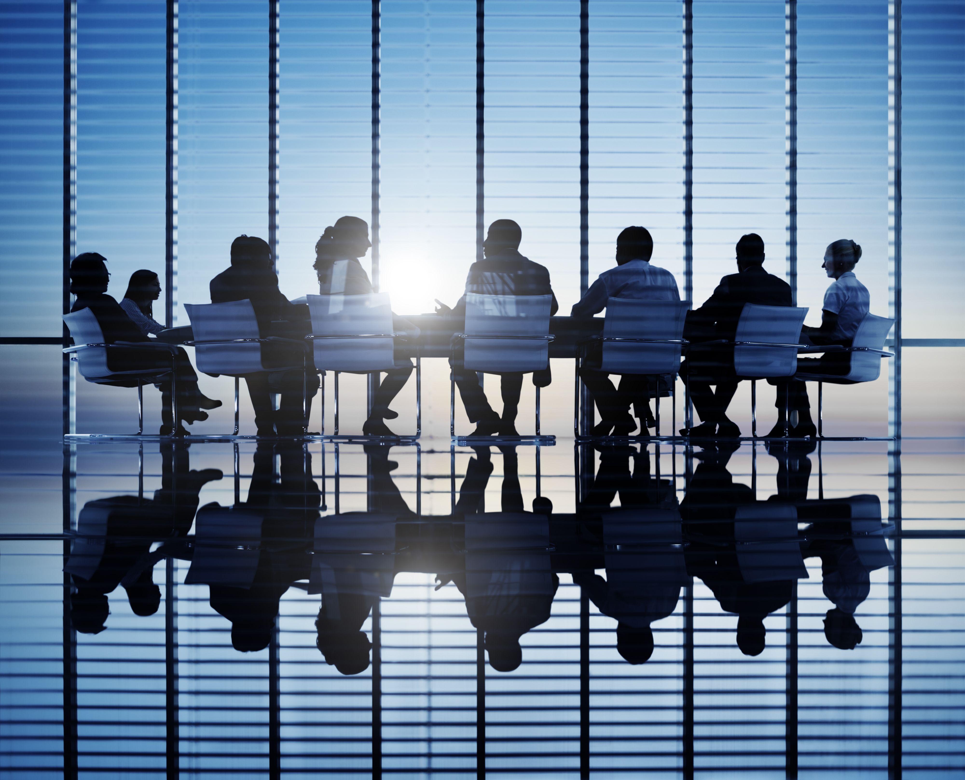 Firmy, w których kadra kierownicza regularnie angażuje się w długoterminową współpracę, mają o jedną trzecią większe szanse wzrostu w tempie dziesięcioprocentowym niż firmy, w których kadra kierownicza działa niezależnie (Fot. Shutterstock)