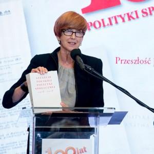 Rafalska: Kobiety nie chcą pracować za parę groszy za godzinę